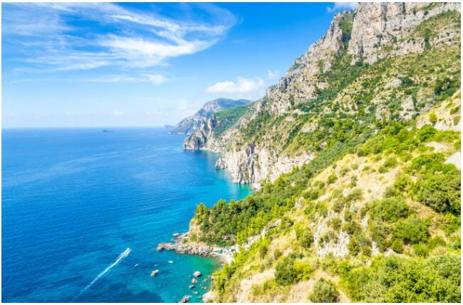 The magnificent coastal landscape especially attracts honeymooners to the Amalfi Coast